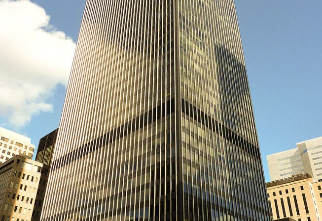 By MTLskyline (Own work) [CC BY-SA 3.0 (http://creativecommons.org/licenses/by-sa/3.0)], via Wikimedia Commons - https://commons.wikimedia.org/wiki/File:Telus_Tower_(Montreal).JPG